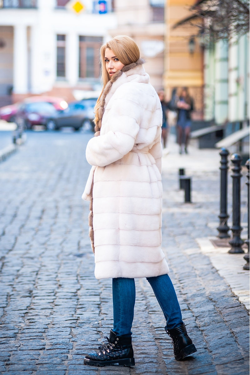 Fur coat 01-05-549-crystal-SBLt